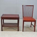 Bord med låda samt stol