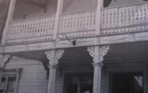 Giebelschmuck 001. Hier können Sie traditionelle Zierornamente für ihre Giebel, Fenster und Terrassen kaufen. Schwedischer Stil, schwedische Häuser, Villen und Ferienhäuser. Bestellen Sie Ihr eigenes