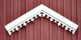 Snickarglädje på fasad, vindskiva från gaveldekor.