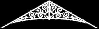 Gaveldekor 011. Köp Snickarglädje och dekoration till verandan, farstukvisten, hela huset och villan. Måttanpassade konsoler, staket och räcken med snickarglädje. Du hittar gammaldags träräcke att köpa, trästaket med detaljer, mönster, ornament, dekoration för huset, snideri, träsnideri och snickarglädje med krusiduller och krumelurer till fastukvist och veranda samt dekor till taket och vindskivorna. Nockdekor och gavelornament. Dekoration till fönster och överliggare med dekorativt fönsterfoder. Prisvärt, svensktillverkat och snabb leverans.