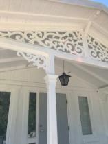 Snickerier till farstukvist och veranda. Gaveldekor Snickarglädje Kundprojekt