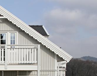 Windbrett- Verzierungen. Zierornamente für ihre Veranda und Terrasse, Geländer, Dächer, Windbretter, Giebel und Fenster. Scrollen Sie nach unten, und lassen Sie sich inspirieren! Wählen Sie dekorative Konsolen für Ihre Veranda aus unseren Standardmaßen aus oder bestellen Sie Ihre Konsolen mit Ihren eigenen Abmessungen. Hausdekoration, Giebelschmuck, Dachschmuck, Giebelgaubenschmuck, Dachgaubenschmuck, Gaubenschmuck, Hausschmuck, Konsolen, Geländerschmuck,Veranda, Stempel Veranda, Sägen Freunde, Holzfassade, Balkonbrüstung, Hausdekoration, Windscheibe dekor, decke dekor, Ende dekor, Schnitzereien, Holzmuster, vestibul, pergola, pavillon, orangeri, verschnörkelt, frills, sveitserstil, ornament, Schriftrollen. holzzäune, dachterrasse, zaun, reling, Holzgeländer,Hausdekoration, Giebelschmuck, Dachschmuck, Giebelgaubenschmuck, Dachgaubenschmuck, Gaubenschmuck, Hausschmuck, Konsolen, Geländerschmuck