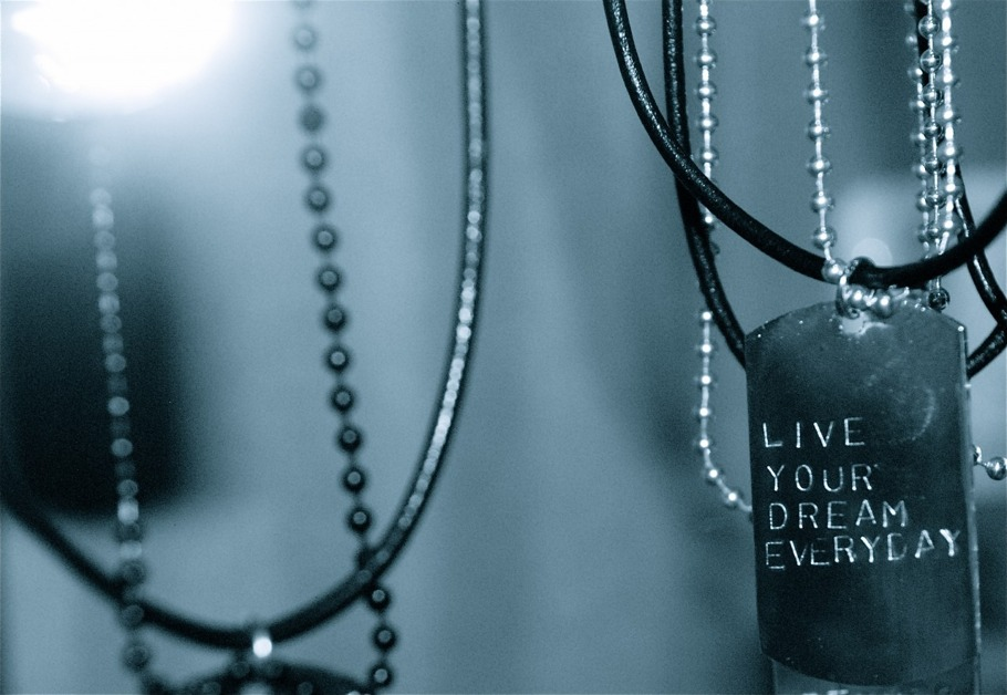 - LIVE YOUR DREAM EVERYDAY -