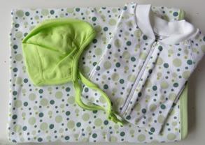 Babypaket/Gröna bubblor - Babyfilt, Pyjamas, Hjälmmössa - Stl.50 Babypaket Gröna bubblor