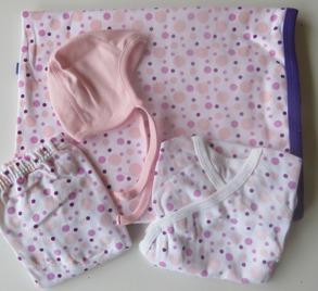 Babypaket/Rosa bubblor - Babyfilt,Body, Blöjbyxor, Hjälmmössa - Stl.50 Babypaket Rosa bubblor