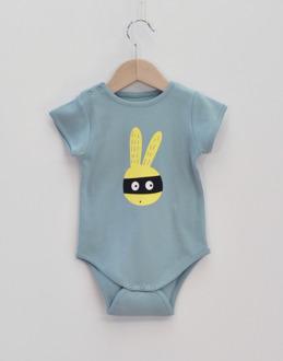 babybody ljusblå kanin