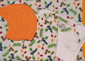 Babypaket/Larver - Babyfilt, Kortärmad body, Byxor, Hjälmmössa 60cl