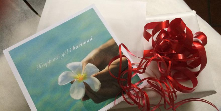 Presentkort på massage och healingbehandling hos Muskel Harmoni i centrala Laholm. En gåva som berör Ditt yttre och når Ditt inre. Beställ ditt presentkort här.…