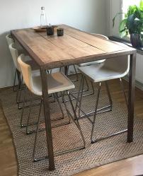 Köksbord med barstorlar