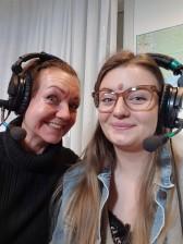 Elin Gustafsson gästade Fredagsmagasinet på Radio Öster som representant för Tjejskjutsen, ett stöd för att tryggt få hjälp att komma hem på nattetid.