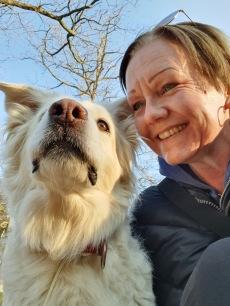LiseLotte Divelli med sin hund Lilia.