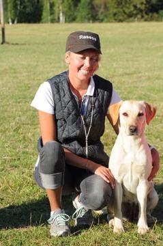 Helena och Ida i det vinnande laget vid Lag-SM 2015. Ida blev också bästa ökl-hund. (Foto: Peter Flinck)
