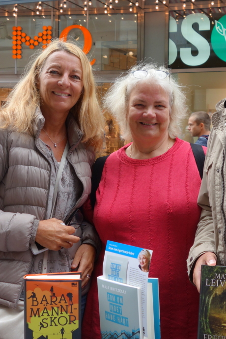 Anne Liljeroth och Maja Britzelli på Drottninggatans bokbord -15