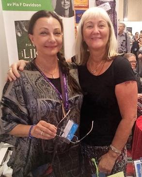 Montervännerna Pia F Davidson och Super-Carina Aynsley på bokmässan i Göteborg -16