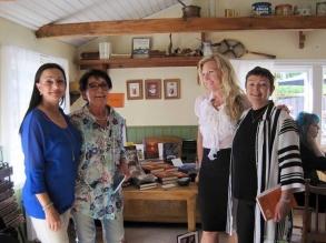 Pia, Birgitta, Rose och Monic i Bagarboden i Grisslehamn juni-16