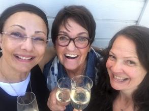 Pia F Davidson, Birgitta Andersson Backlund och Cecilie Östby laddar för turné.