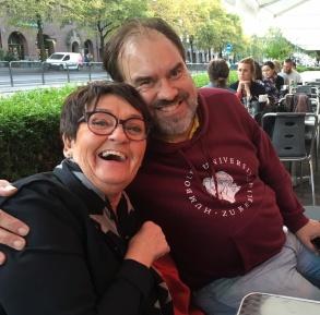 Birgitta Andersson Backlund och Jakob Sverker på Vino Pasta i Göteborg efter en hård dag med roddning av monter.