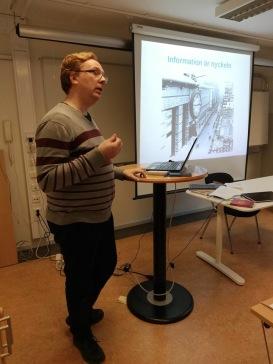 Lennart Guldbrandsson föreläste om hur man bygger spänning, på  Grundstenen den 18 okt-18.