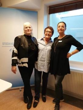 Lill Viljesten, stod för ordning och reda, Birgitta Andersson Backlund pratade om att skriva sitt liv, Pia F Davidson förläste om manus, målgrupper, sälj och redigering på Grundstenen den 18 okt-18.