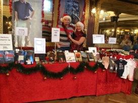 Micael Lindberg och Carina Aynsley på julmarknad i Stadshuset i Sundsvall den 17/11.