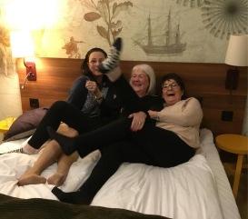 Planering inför dag två på SeniorExpo i Östersund, jan-19. Pia F Davidson, Carina Aynsley och Birgitta Andersson Backlund.