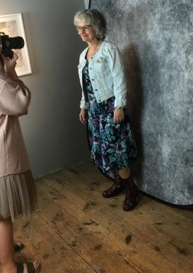 Sylvia Lidén Nordlund fotograferas av Rebecca Selin, som också var utställare och hade specialerbjudande för dagen på The Book Lounge Norrköping -19.