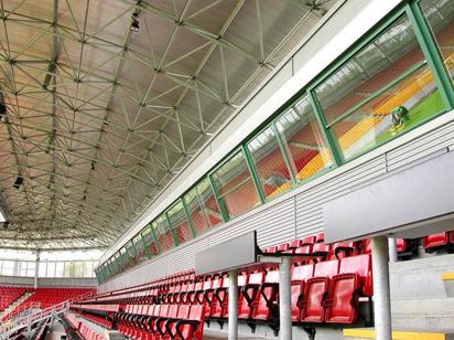 Old Trafford, Manchester Uniteds hemmaarena. Pulverlackering utfört åt Svalson.