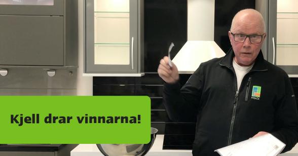 Kjell drar vinnarna i Piteköks tävling under Nolia Höst