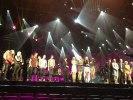 Alla artister är samlade på scen inför dagens första genomdrag