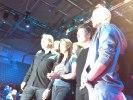 Thorsten och bandet har precis fått reda på att de kommer möta Krister och Lotta i sin duell