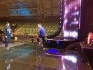 Thorsten tar en runda på scenen med Rennie