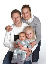Emelie och Henrik med Christoffer och syskon Douane