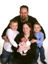 Sandra och Tobias med Thilda ,Sebastian och Simon