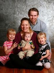 Maria & Jimmy med Maximilian och syskonen Isabella och Evelina