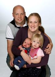 Tina & Fredrik med Joel och Yuna