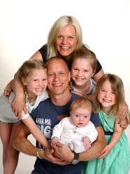 Marie och Fredrik med Viggo & syskonen Maya,Freya,Molly