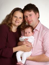 Jonas & Sabina med Esther och syskon Edith