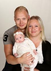 Linda och Marcus med Ellmina