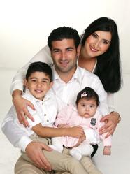 Rabi och Sara med Ilona och syskon Gelyon.