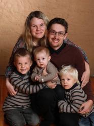 Johanna & Alexander med Ofelia syskonen Thias och Elliot