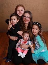 Christina och Tim med Izabell och syskonen Vanessa,Cassandra,Tindra,William.