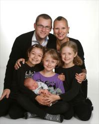 Andreas & Melissa med Luna,Freja,Ylva och Vilda