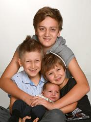 Nimai och Thérèze med Ossian och syskonen Niqvita,Leo,Sam och Luca