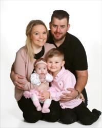 Veronica och Andreas med Isabella och syskon Benjamin