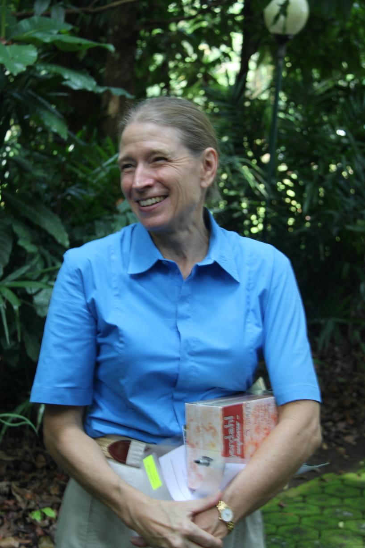 Frances Seymour, fd. generaldirektör för the Center for International Forestry Research (CIFOR), här under inspelningarna av The Green Planet.