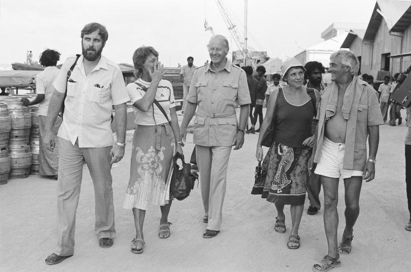 Thor Heyerdahl och Åke Karlsson bland andra, på Maldiverna. Resan dit gjordes för en arkeologisk utgrävning.