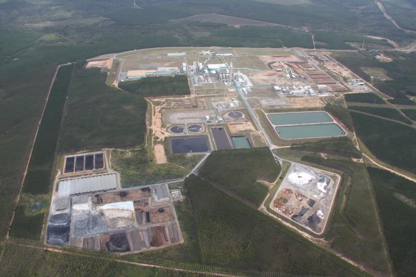 Anläggning med pappersmassaproduktion i Brasilien.