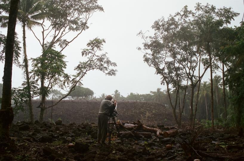 Åke filmar utgrävningen i Samoa.