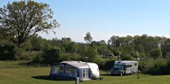 Campingtomter intill hage