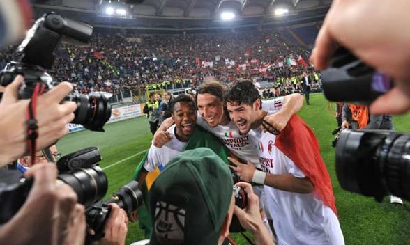 Zlatan firar med Robinho och Pato.   Alberto Pizzoli / AFP